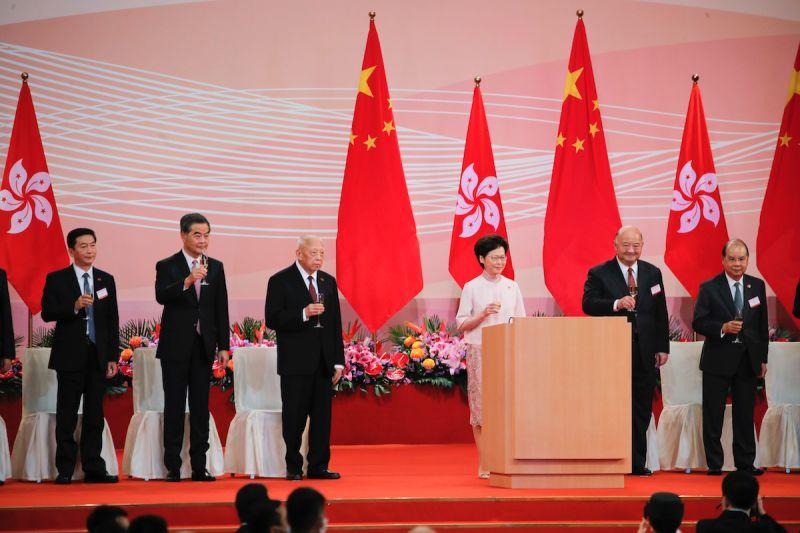 香港特首林鄭月娥在回歸酒會上致辭稱,港區國安法立法是回歸來最重要發展。(圖/美聯社/達志影像)