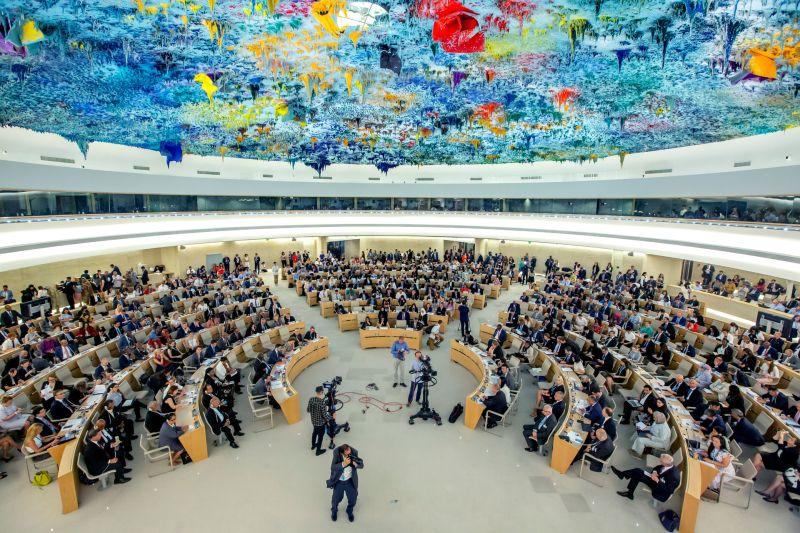 ▲國際組織「人權觀察」呼籲聯合國對「港版國安法」可能的濫用、侵犯人權進行調查。圖為2019年瑞士日內瓦人權理事會會議。(圖/美聯社/達志影像)