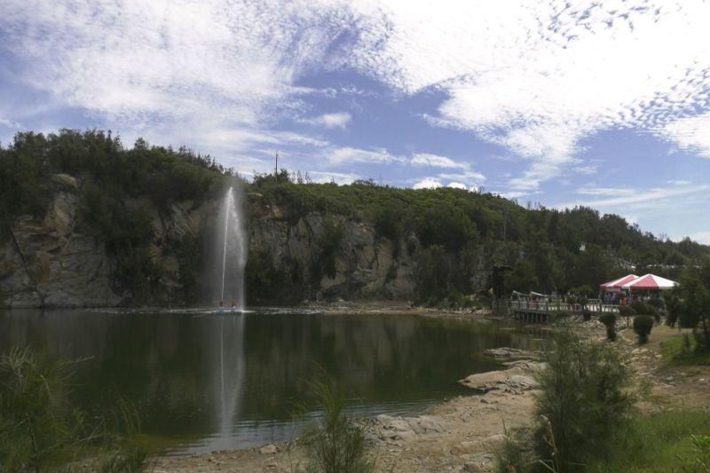 ▲為增加景點的互動性,金湖鎮公所在公園內增添「喊泉」設施。(圖/記者蔡若喬攝)