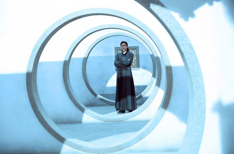 ▲張若昀在《慶餘年》飾演帶著現代人思想,穿越到古代的范閑。(圖