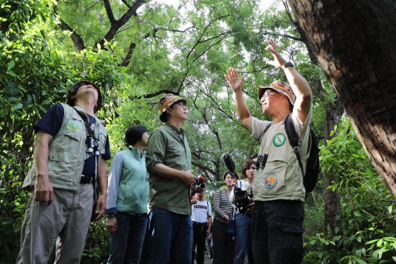 ▲陳其邁參訪鳥松濕地。(圖/陳其邁競選辦公室提供)