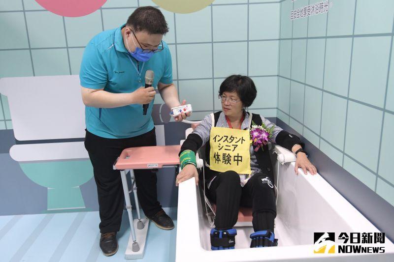 ▲結合老人照護產業實體展出多元無障礙空間、特殊照護設施。(圖/記者陳雅芳翻攝,2020.07.02)