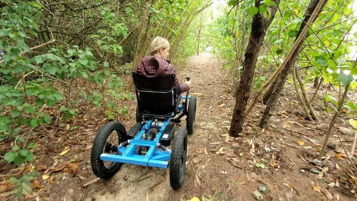 ▲「越野輪椅」可以適應諸多崎嶇地形。(圖/翻攝自NotAWheelchair的IG)