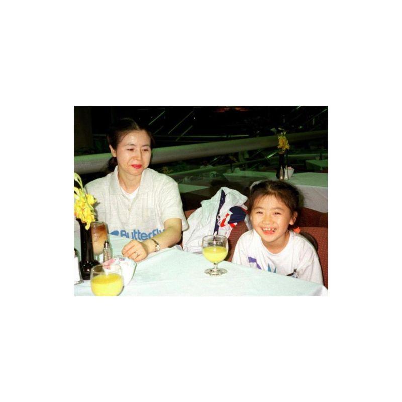 ▲福原愛(右)與媽媽24年前的模樣。(圖/福原愛臉書)
