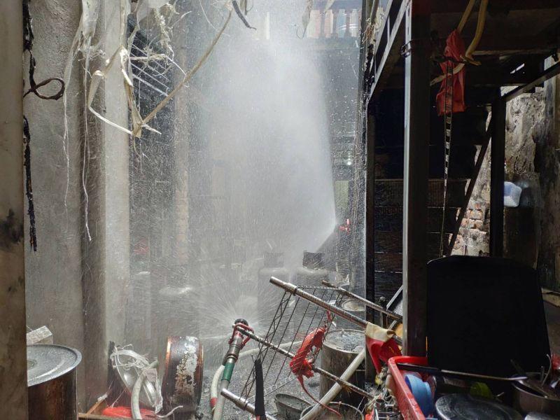 ▲這起火災位於鹿港中山路的黃金地段,附近全是商店與住家,
