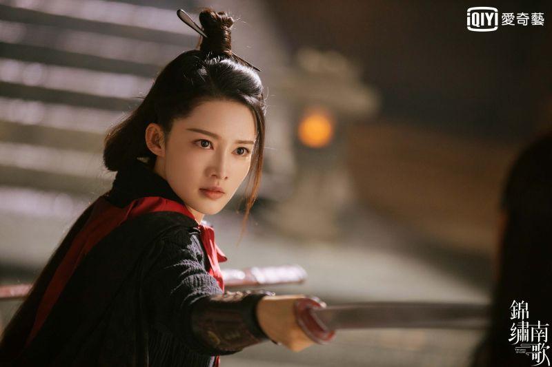 擺脫柔弱公主形象 李沁化身俠女「帥慘網友」