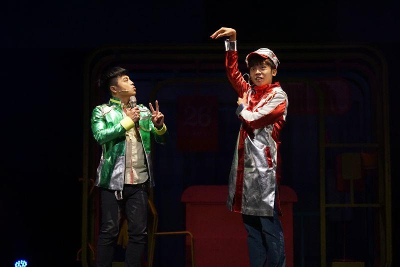 ▲黃豪平(右)舞台劇《變身偵探》90分鐘Non-stop演出笑虧劇名應該成《瘦身偵探》。(圖