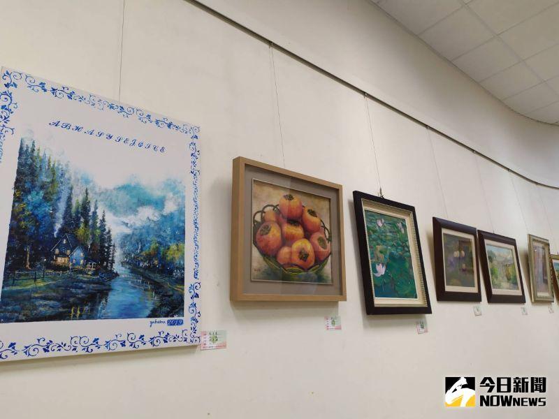 ▲彩林畫會會員創作以油畫為主,並涵蓋各類媒材,成立至今正好邁入第10年。(圖/記者葉靜美攝,2020.07.04)