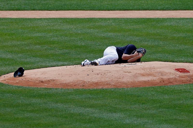 MLB/「怪力男」強襲球直擊頭部 田中將大當場倒地不起