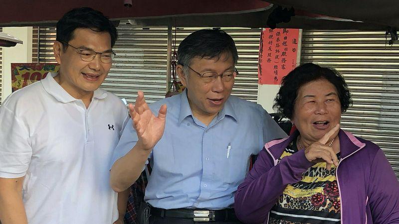 身兼台灣民眾黨主席的台北市長柯文哲(中),南下高雄為黨籍高雄市長候選人吳益政(左)輔選。