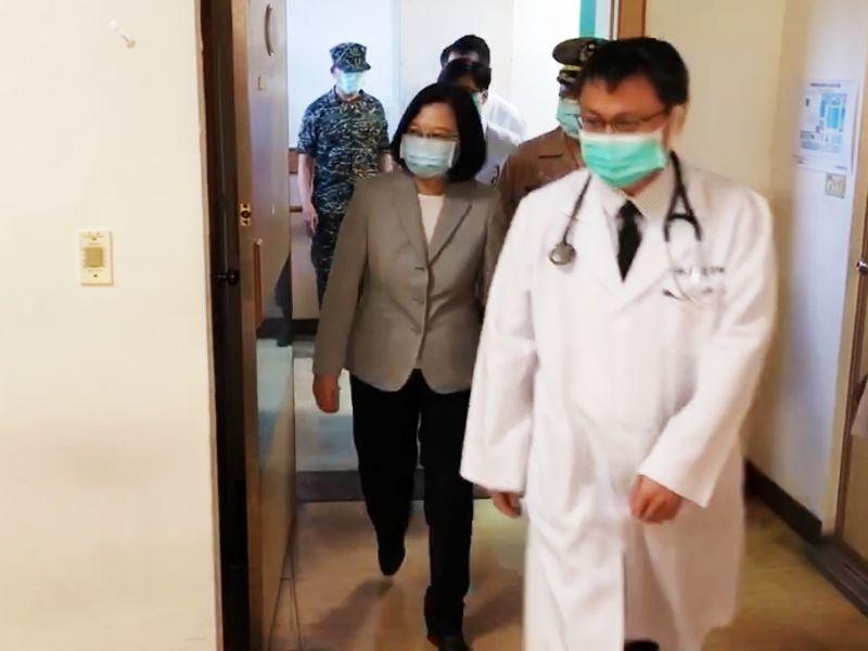探視陸戰隊傷者及殉職家屬 蔡英文:沉痛哀傷與不捨