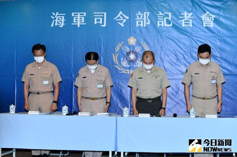 海軍陸戰隊突擊艇翻覆,人員落海導致2死1昏迷,海軍召開記者會,先為罹難人員默哀一分鐘。