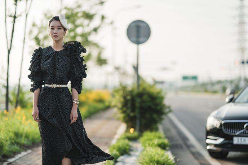 ▲徐睿知有高顏值與好身材,完美撐起劇中華麗服裝。(圖/Netflix)