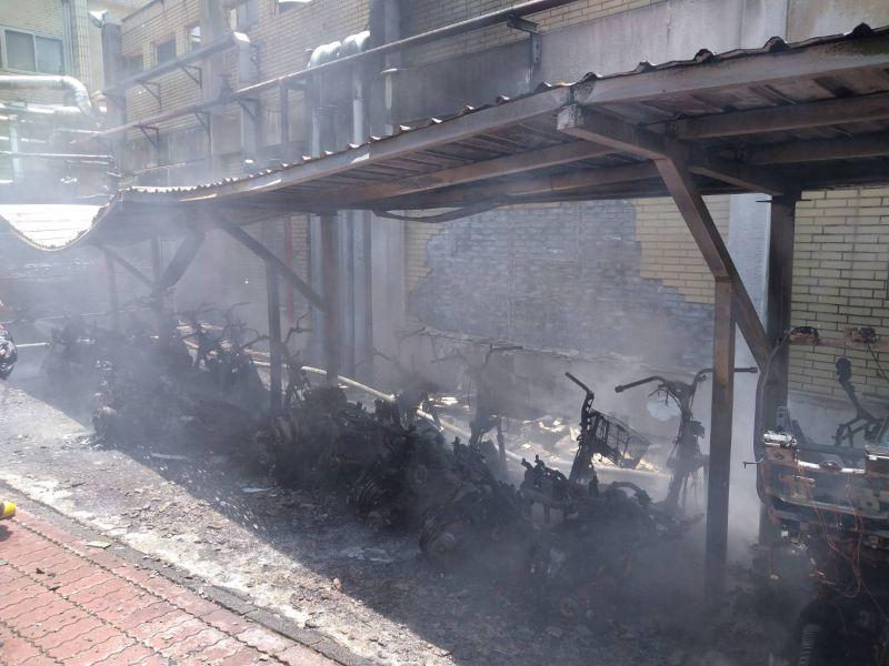 <b>竹科</b>全友電腦機車棚失火 37部機車燒毀