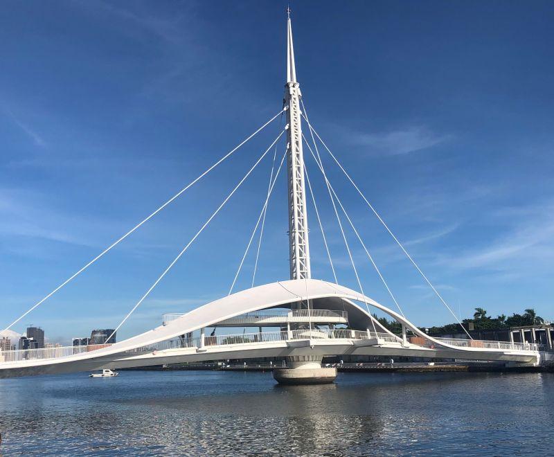 ▲全台首座水平旋轉橋─高雄港大港橋啟用。(圖/記者黃守作攝,2020.07.06)
