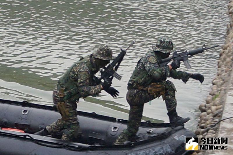 海軍聯合操演膠艇翻覆 中士阿瑪勒上午離世