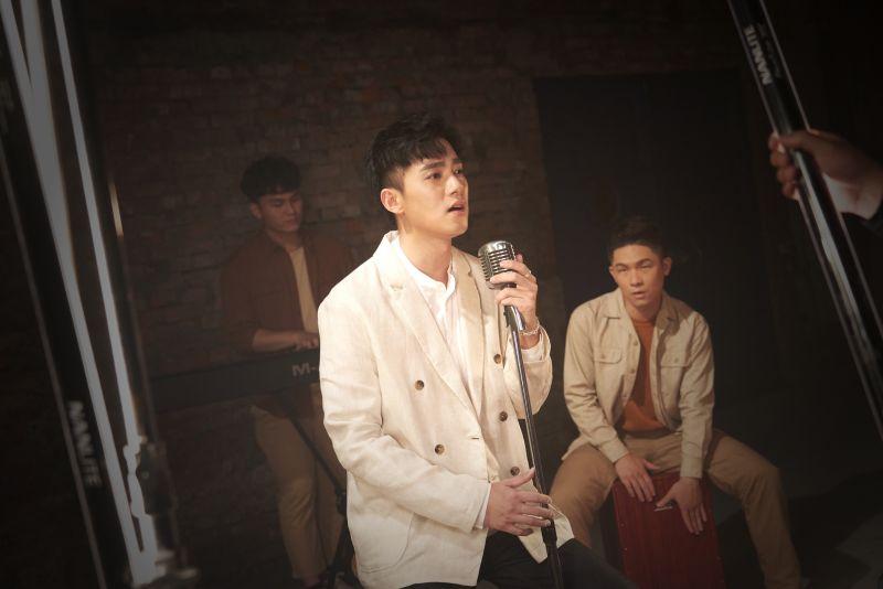 ▲李唯楓睽違7年推出新歌《螢光》。(圖/凱群娛樂提供)