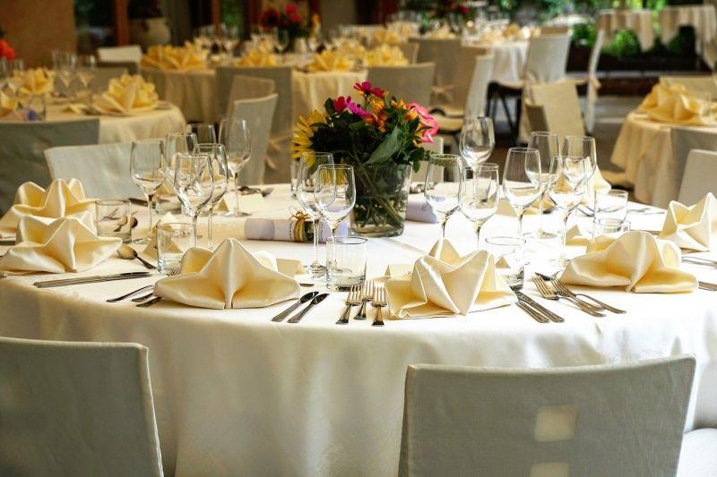 女曬整桌20000<b>婚宴</b>菜色!婆媽一看「細節」戰翻:怎麼比