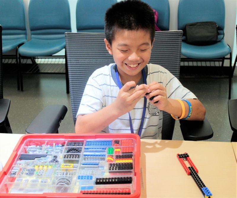 延續108課綱素養培育 新北圖書館暑期推「AI在陪讀」