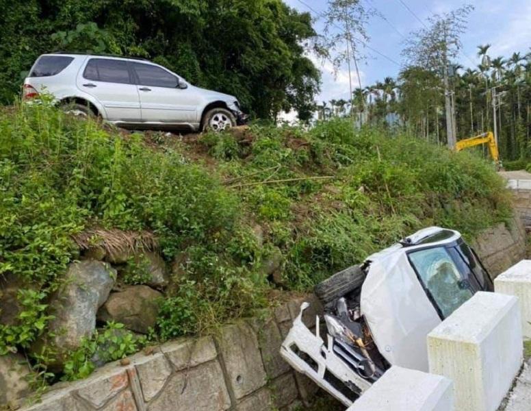 感情糾紛 男開休旅車將小客車撞落邊坡