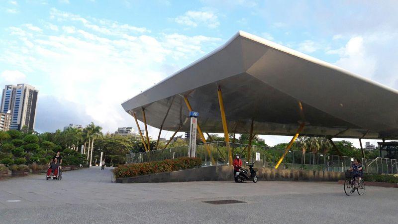 ▲高雄前金區是著名的文教區,區內還有中央公園。(圖/信義房屋提供)
