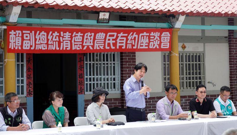 ▲賴清德與農民面對面交談溝通。(圖/記者蘇榮泉攝,2020.07.07)