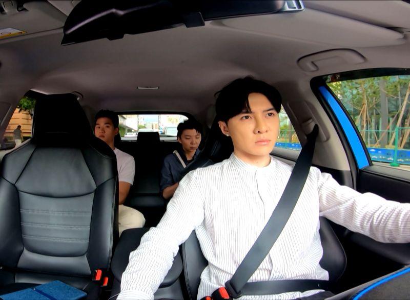 ▲唐禹哲一日體驗司機,竟載到歌手周興哲。(圖 / 三立提供)