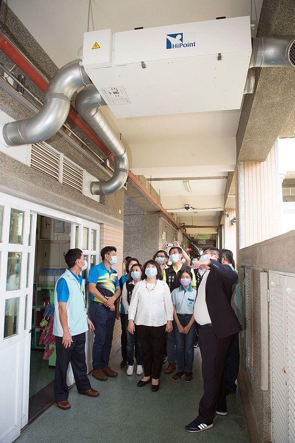 ▲嘉義市政府不只為國中小教室裝冷氣,還更新換氣系統。(圖/嘉義市政府提供)
