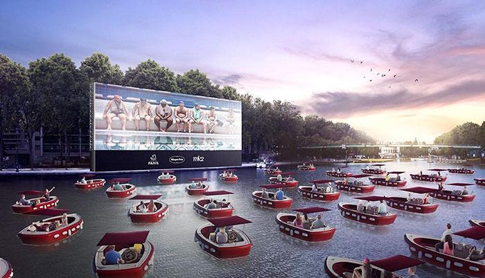 防疫新招!塞納河上「乘船看電影」:有一種浪漫叫巴黎