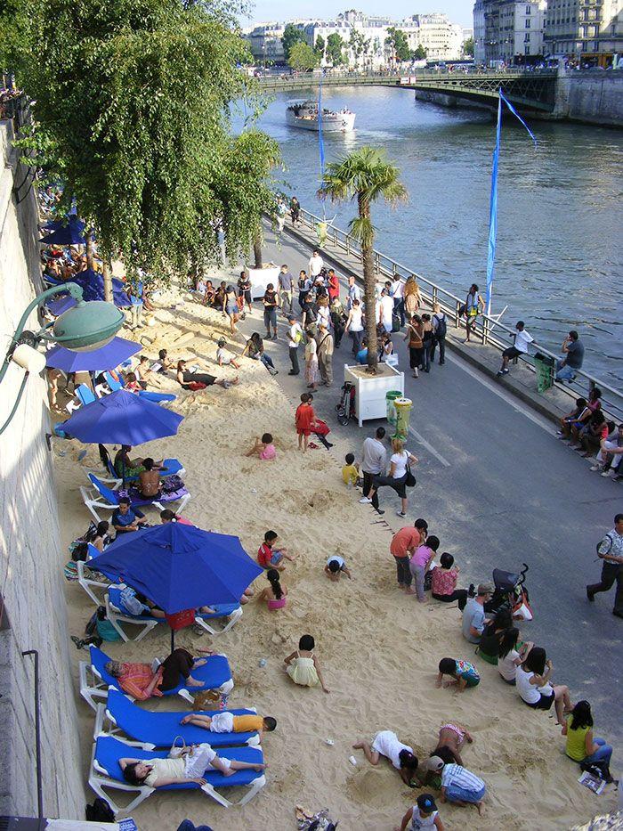 ▲每年夏季,塞納河畔都會湧入大批觀光客。(圖/翻攝自