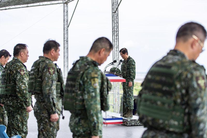 漢光36號演習反登陸預演,嚴德發率全體人員為因公殉職同袍默哀。