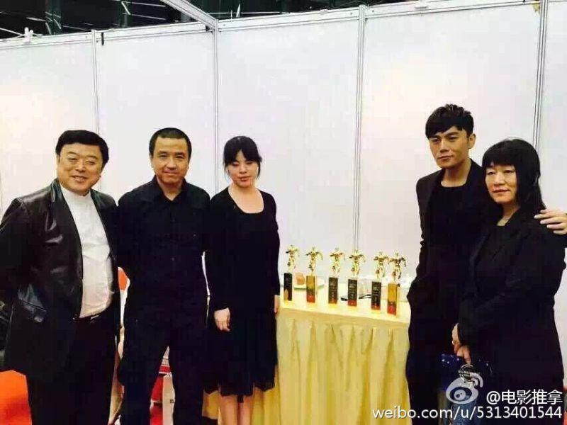 ▲婁燁導演(左二)感嘆看電影變麻煩。(圖/《推拿》微博)