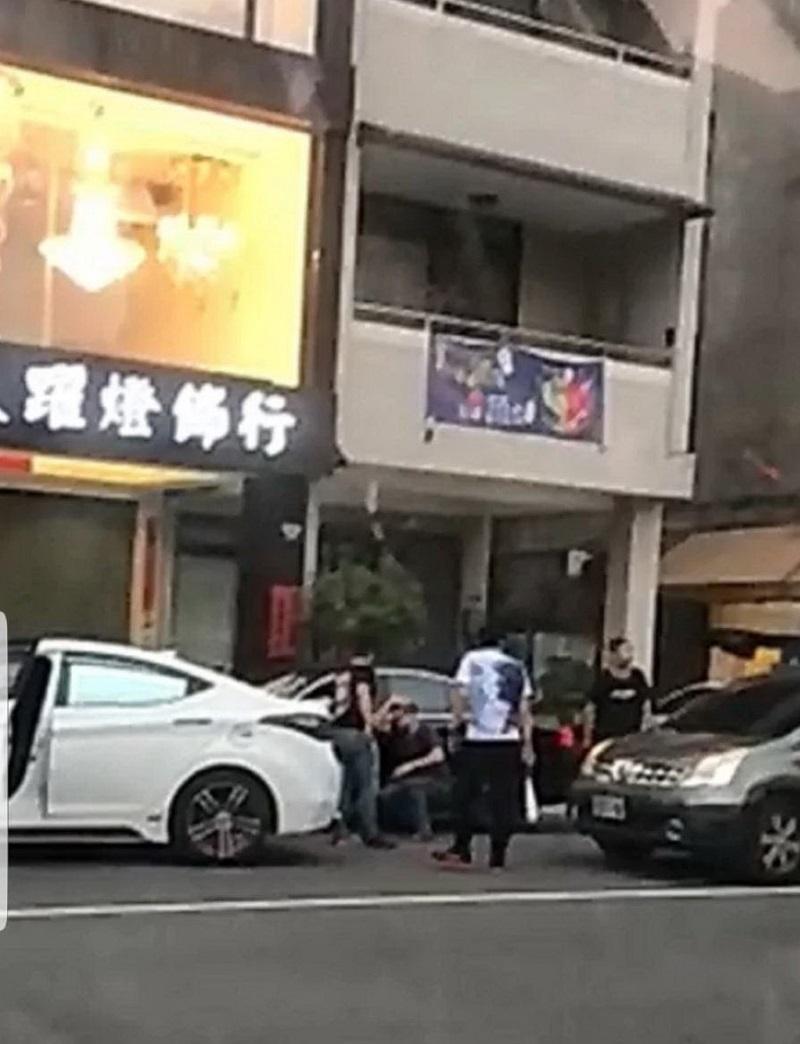 台中市議員直擊街頭暴力砸車刺人 警3小時逮6人