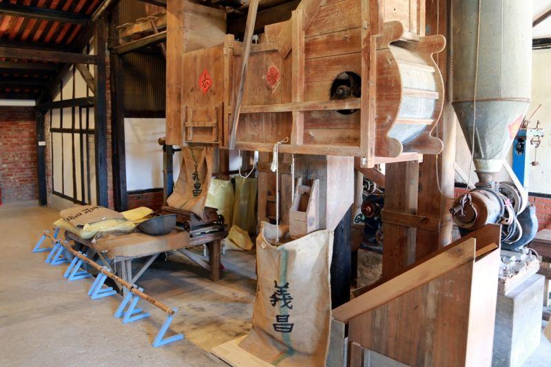 歷史建築「義昌碾米廠」裡,二層樓高的檜木碾米機將重新啟動,老碾米廠風華再現。