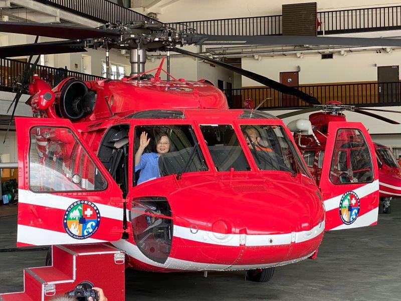 10月接受最後6架黑鷹直升機 空勤總隊飛行員加薪4萬
