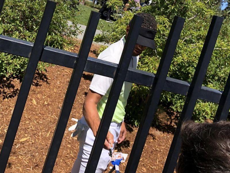 NBA/隔著柵欄也要幫簽名 球迷感動Po文:只有<b>柯瑞</b>願意