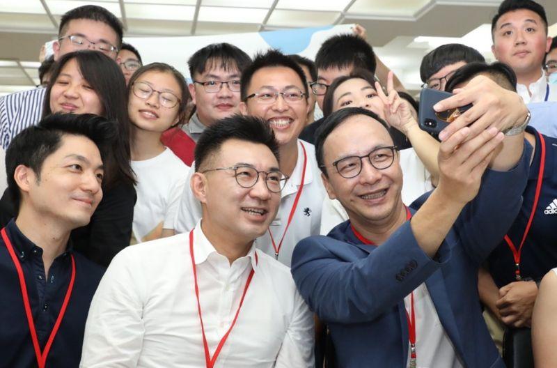 朱立倫、江啟臣11日共同出席「日知學塾」結業式活動。( 圖 / 朱立倫辦公室提供 )