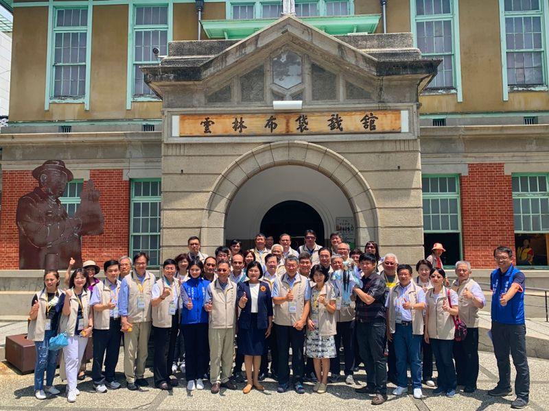 ▲台北市長柯文哲11日率市府團隊到雲林布袋戲館展開市政交流。(