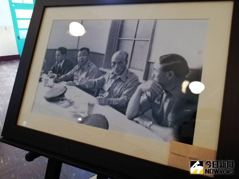 ▲王小棣父親已故陸軍上將王昇,視察央廣民雄分台老照片。(圖/記者邱嘉琪攝,2020.07.11)