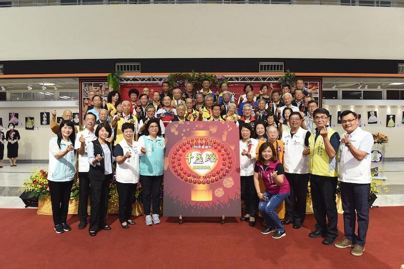 嘉義市政府第18年舉辦千盞燈照亮眾學生愛心活動。(嘉義市政府提供)