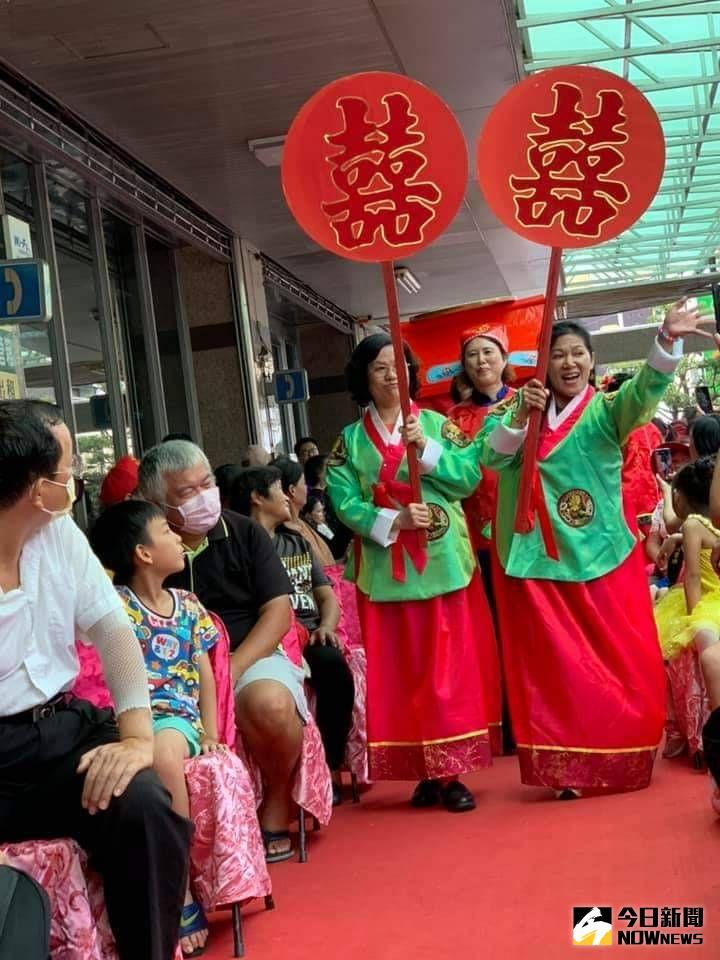 ▲田中鎮農會家政班表演傳統迎親戲曲揭開活動序幕。(圖/記者陳雅芳攝,2020.07.11)