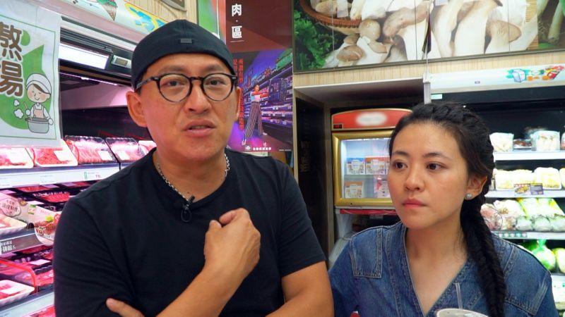 ▲詹姆士、傅昭蓉(右)討論要煮什麼料理。(圖/八大第1台)