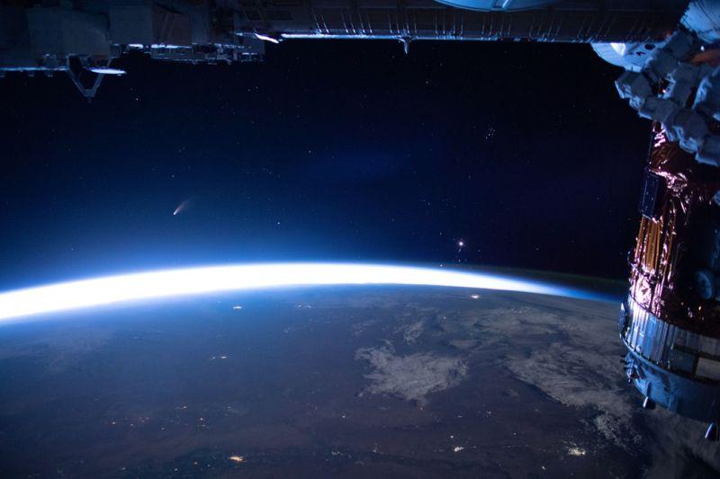 早起練人品!晴朗清晨欣賞23年來最亮彗星 捕捉浪漫光影
