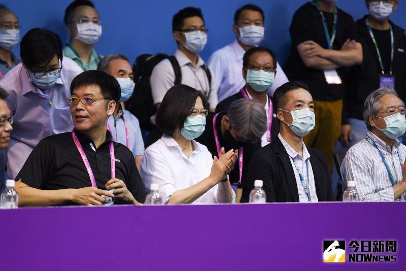 羽球/支持台灣羽球 總統蔡英文現身全團賽觀戰