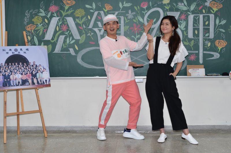 ▲黃子佼(左)任家萱(Selina)分享大學時趣事。(圖/八大)