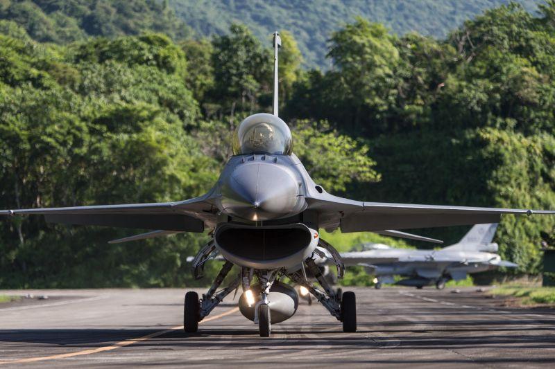 漢光36號演習登場首日 空軍戰機轉場佳山基地戰力保存