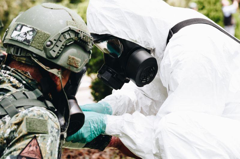 ▲漢光36號演習首日,化學兵執行除污作業。(圖/軍聞社提供)