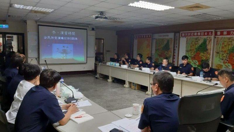 ▲萬安43號演習勤前教育施放影片。(圖/東港警分局提供