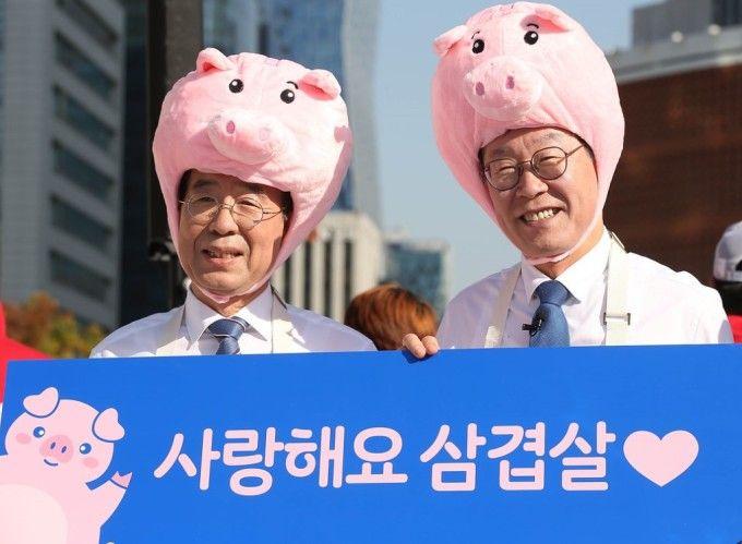 ▲朴元淳與京畿道知事李在明,兩人在去年爆發非洲豬瘟時出席活動(圖/翻攝自