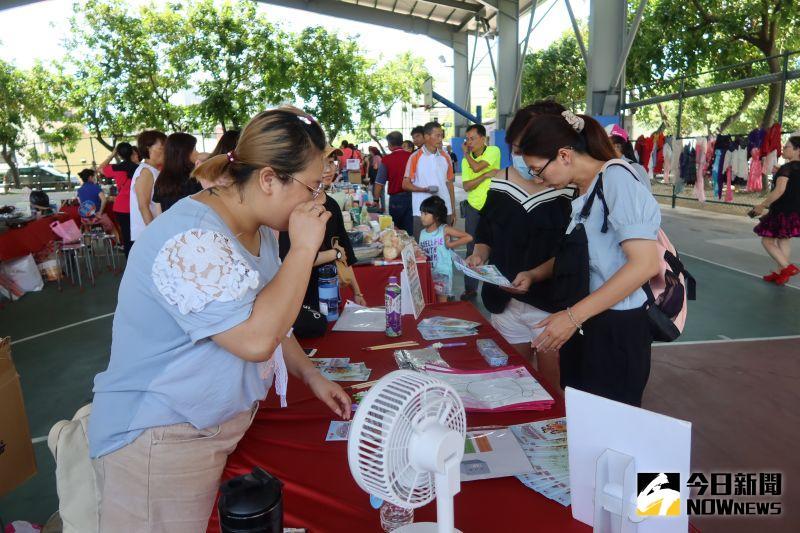 ▲-women38公益市集二手義賣,芬園社區也辦理一場愛心義賣活動。(圖/記者陳雅芳攝,2020.07.13)